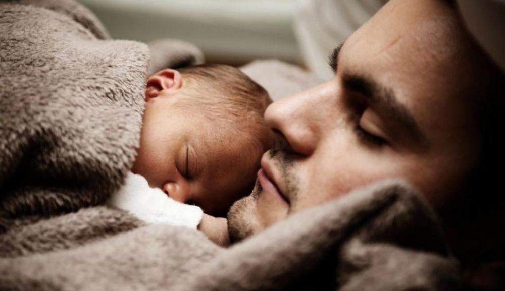 Para Toyama, la maternidad debería ser compartida con el padre, así propone que la licencia de maternidad sea escalonada y puedan ambos disponer de ella de manera flexible.(Fuente: El Comercio)